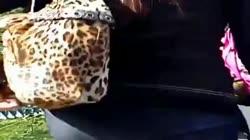 Se le nota la transparencia de su calzon